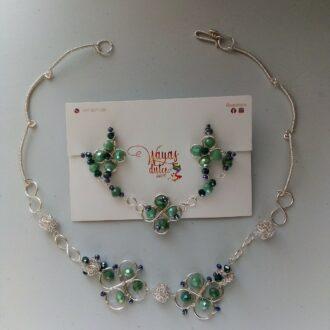 Juego de aretes, collar, pulsera y anillo ajustable en tonos verdes