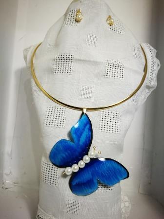 Dije Mariposa con aretes en diferentes colores