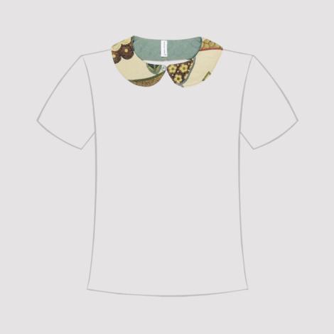 Cuello de quita y pon Beige con estampado en línea de Tshirt