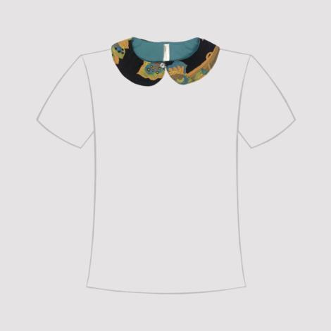 Cuello de quita y pon negro con estampado en línea de camiseta